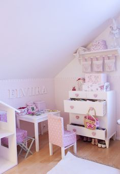 meisjeskamer in roze//kids room..
