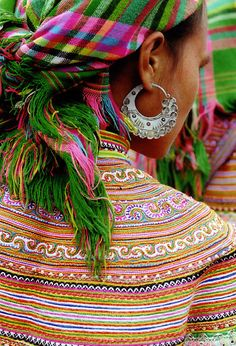 such lovely color! this beautiful lady's photo was taken at the bac ha market in northern vietnam