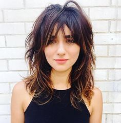 60 Best Variations of a Medium Shag Haircut for Your Distinctive Style Edgy Messy Shag mit Pony Medium Shag Haircuts, Edgy Haircuts, Shaggy Haircuts, Haircut Medium, Medium Length Wavy Hairstyles, Modern Shag Haircut, Long Shag Haircut, Messy Haircut, Lob Haircut With Bangs