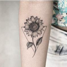 Chic Sunflower Tattoos Ideas That Will Inspire You To Be Colorized To . - Chic Sunflower Tattoos Ideas That Will Inspire You To Be Inked – Stylish Chic Sunflower T - Girls With Sleeve Tattoos, Small Girl Tattoos, Tattoo Girls, Trendy Tattoos, Unique Tattoos For Women, Cute Simple Tattoos, Form Tattoo, Tattoo Diy, Shape Tattoo