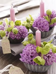 6 times different: Simple flower decoration with hyacinths- 6 mal anders: Einfache Blumendeko mit Hyazinthen Hycinths are not only delicious, they are also totally transformable. Here are 6 DIY ideas for flower decoration with hyacinths. Purple Wedding Centerpieces, Diy Centerpieces, Wedding Bouquets, Wedding Flowers, Deco Floral, Arte Floral, Floral Design, Beautiful Flower Arrangements, Floral Arrangements