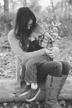 I've been so excited to post these family pictures. Mother Son Pictures, Fall Family Pictures, Family Photos, Mother Son Photography, Family Photography, Photography Poses, Tattoo Photography, Mommy And Son, Mom Son
