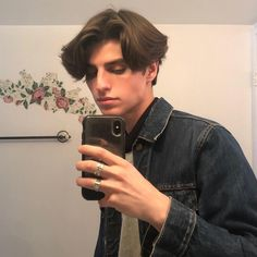 """""""if a dude looks like this theres a chance they are on the prowl for underage girls"""" Middle Part Hairstyles, Boy Hairstyles, Cute White Boys, Pretty Boys, Eboy Hair, Mens Fringe, Medium Hair Styles, Long Hair Styles, Bad Boy Aesthetic"""