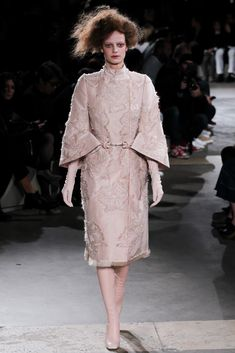 Alexander McQueen Fall 2015 Ready-to-Wear Fashion Show Collection: See the complete Alexander McQueen Fall 2015 Ready-to-Wear collection. Look 10 Fashion Week, Love Fashion, Autumn Fashion, Fashion Looks, Fashion Design, Fashion Trends, Couture Fashion, Runway Fashion, Latest Fashion
