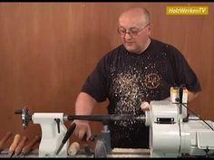 Holz schnell und sauber auf der Drechselbank zerteilen: Da ist kein Werkzeug besser geeignet als der Abstecher. Meister Martin Adomat zeigt für HolzWerken, w...