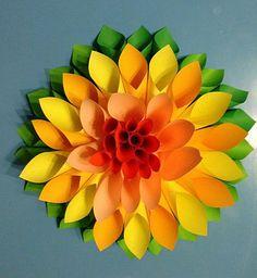 Auf diese Seite erkennen Sie, wie kann man sehr schnelle die wunderschöne große Blumen aus Papier falten. Die Anleitung ist auch dabei.