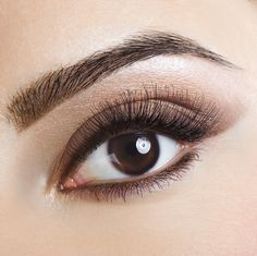 Some ladies, who have lighter or thin eyebrows, can correct these blemishes with the help of make-up. But as with all the other areas of the face, the right techniques for eyebrow shaping and make-up Eyeliner Make-up, Permanent Eyeliner, Mascara, Eyeliner Images, Eyeliner Styles, Regrow Eyebrows, How To Grow Eyebrows, Eye Makeup Tips, Eyebrow Makeup