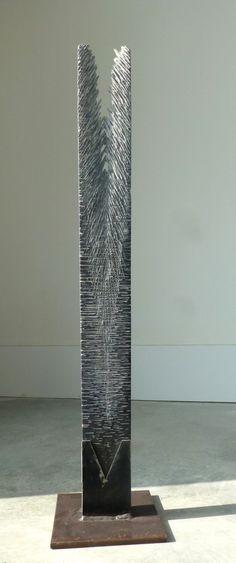 Opening Up 2013, Belgisch hardsteen en staal (75x10x3) € 3000