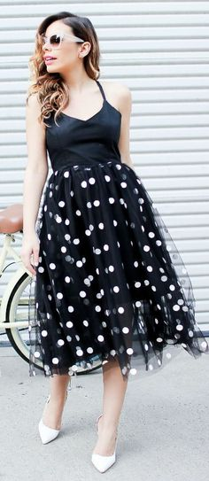 Polka dots are taking on a more grown-up look for spring, covering everything from daring dresses to cosy knits and fanciful scarves. Women's Fashion Dresses, Casual Dresses, Lace Dresses, Skirt Fashion, Fashion Fashion, Lbd, Cozy Winter Outfits, Urban Fashion Women, Casual Chic Style