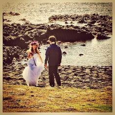 #carlotaphotographer #carlotafernandez #carlotafernandezfotografia #fotografia #matrimonio #our #weeding #day #easter #island #ile #paques #isla #pasca #rapanui #ahu #tahai #octubre #corona #flores #buganbilias #oceano #pacific #osorno #santiago #chile
