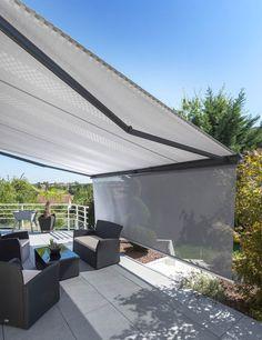 © Roche Le store Tookan allie l'écologie à la technologie grâce à son capteur solaire alimentant le moteur du pare-soleil enroulable, qui est ainsi intégralement autonome. #tendancesmagazine #roche #mobilier #outdoor #terrasse #store #mai #2018