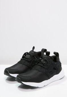 Diese Sneaker sind cool und lassen dich den Tag genießen. Reebok Classic FURYLITE - Sneaker low - black/graphite/white für 64,95 € (28.03.16) versandkostenfrei bei Zalando bestellen.