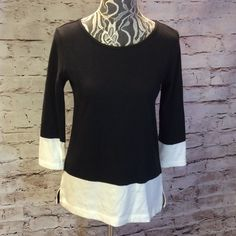 GAP COTTON KNIT TUNIC STYLE BLOUSE Cute tunic style top with back exposed zipper and side slits in black and white GAP Tops Tunics