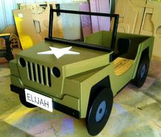 BOYS BEDS - Love the jeep for a safari themed room.
