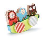 Tren de madera de Skip Hop Zoo para arrastrar sobre sus propias ruedas o transformarlo en un barco. Apila y empareja las seis piezas con partes de animales o mézclalos para crear otros nuevos.