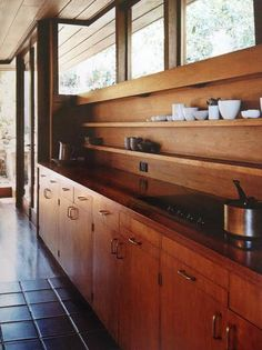 45 Modern Mid Century Kitchen Design Ideas For Inspiration. These days kitchen décor comes in all colors, sizes and eras. The newest trend in kitchens today is the retro kitchen design . Home Decor Kitchen, Interior Design Kitchen, Modern Interior Design, Interior Architecture, Home Kitchens, Kitchen Lamps, Kitchen Ideas, Kitchen Lighting, Mid Century Interior Design