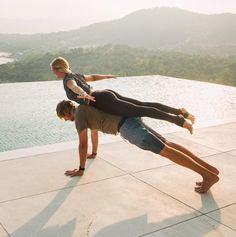 Fitness For Two: The Beauty of Acro-Yoga - Acro-yoga poses to inspire you. Informations About Fitness For Two: The Beauty of Acro-Yoga Pi - Poses Gimnásticas, Acro Yoga Poses, Couples Yoga Poses, Partner Yoga Poses, Yoga Poses For Two, Yoga Poses For Beginners, Two Person Yoga Poses, Yoga Girls, Yoga Meditation