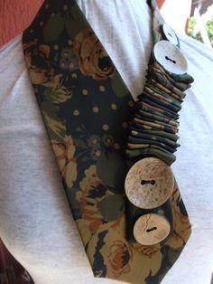 Gioielli - Con fantasia e creatività ricicliamo un cravatta in seta in un originale collana.... Riciclando.it, by Carmela La Salandra Ri.ideare - ri.creare - ri.fare - ri.usare