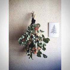クリスマスだけでなく、一年を通して季節の草花やハーブなどを使ったスワッグを飾っておけます。