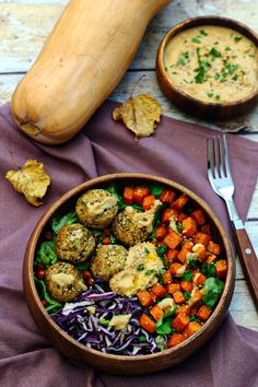 Buddha bowl with falafel, roasted butter, red cabbage and hummus - Amandine . - Buddha bowl with falafel, roasted butter, red cabbage and hummus – Amandine Coo … - Veggie Recipes, Vegetarian Recipes, Healthy Recipes, Healthy Menu, Healthy Eating, Plats Healthy, Falafels, Roasted Butternut, Greens Recipe