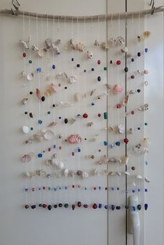Curtain beads and shells measuring 60 x 70 cm