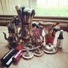 Tip: Old Service Sets Make Great Brush and Pencil Storage!