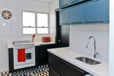 Cozinha preta e branca: 35 fotos dessa combinação clássica que agrada muita gente