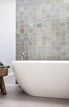 Terracotta will be trending in 2018 2018 Tile Trends – Terracotta tile in soft glazes Modern Bathtub, Modern Bathroom, Small Bathroom, Master Bathroom, Zebra Bathroom, 1920s Bathroom, Bathroom Niche, Washroom, Bathroom Ideas