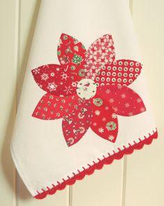 :: Ein hübsches weihnachten weihnachtsstern applizierte Geschirrtuch handgefertigt und mit viel Liebe und Detail von mir genäht!  :: Ich habe Hand applizierten eine hübsche Weihnachtsstern Blume auf einem neuen hochwertigen weißen Mehl Sack Handtuch und eine sehr schöne rote Gestricken überbackene Kante.  :: Messungen -26 Zoll lang -17 Zoll breit  :: Dies ist eine perfekte Behandlung für Ihre Küche oder als süßes Geschenk!  :: Eine besondere Note: Diese Geschirrtücher sind mit neuen…