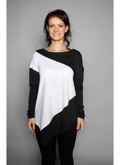 Diagonales Oversize Longshirt in black & White. Aktuelle Herbst/ Winter Kollektion von #bluehalo