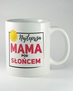"""Kubek ceramiczny z napisem """"NAJLEPSZA MAMA POD SŁOŃCEM"""". Prezent przeznaczony na dzień matki, urodziny, imieniny lub święta. Świetnie też się nadaje jako dodatek do prezentu z okazji rocznicy ślubu rodziców."""