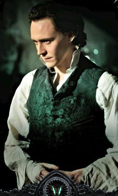 Tom hiddleston, loki, and crimson peak image Tom Hiddleston Imagines, Tom Hiddleston Movies, Tom Hiddleston Loki, Loki Laufeyson, Loki Thor, Rpg Hogwarts, Chris Hemsworth, Costume Thor, Reflexive Verben