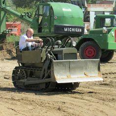 Antique Tractors, Vintage Tractors, Heavy Construction Equipment, Heavy Equipment, Toyota 4runner, Toyota Tacoma, Backyard Barn, Tacoma Truck, New Tractor