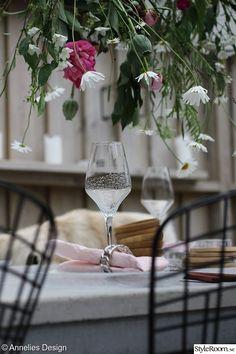 Uteplats/trädäck - Hemma hos Anneliesdesign White Wine, Alcoholic Drinks, Pergola, Glass, Design, Pictures, Drinkware, Outdoor Pergola, Corning Glass