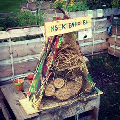 Handmade Insektenhotel (mit Überwachungskamera) am Satellitengarten :-)
