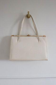 Vintage Cream Handbag Hobo Handbags, Handbags Online, Vintage Handbags, Luxury Handbags, Real Leather, Purses, Cream, Accessories, Vintage Purses