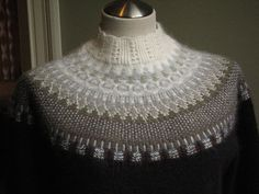 Bohus sweater: Large lace collar