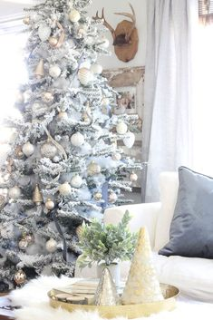 A Xmas Birthday Occasion Desires Xmas Bash Favor Strategies To Generate Happy Tidings! My Favorite Christmas Trees The Best Christmas Tree To Buy For The Holiday Season Frosted Christmas Tree, Real Christmas Tree, Christmas 2016, Country Christmas, Beautiful Christmas, White Christmas, Merry Christmas, Classy Christmas, Modern Christmas