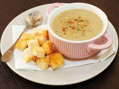 Creamy mushroom soup with croutons and sour cream is a delicious meal that can be prepared very easy and quickly. This creamy mushroom soup is ideal for children but also for adults that are on a diet. Soup Recipes, Diet Recipes, Creamy Mushroom Soup, Soup And Sandwich, Homemade Soup, Soup And Salad, Tasty Dishes, Organic Recipes, Soups And Stews