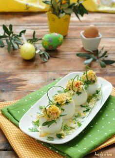 Cestini di uova ripiene pasquali