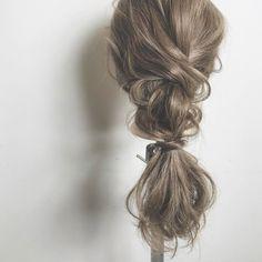 ゆるっと感が可愛い♡大人女子の「ダウンポニー」アレンジ10選 - LOCARI(ロカリ) Updo Styles, Long Hair Styles, Hair Arrange, Cute Hairstyles, Updos, Hair Cuts, Hair Beauty, Wedding, Beautiful