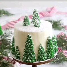Roquefort mini cakes, smoked walnuts and bacon - Clean Eating Snacks Christmas Cake Designs, Christmas Tree Cake, Christmas Eve Dinner, Christmas Cake Decorations, Holiday Cakes, Christmas Desserts, Christmas Treats, Christmas Birthday Cake, Xmas Cakes