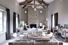 L'association du style rustique et du style minimal, ça détonne. - 20 idées pour rénover sa maison de campagne - CôtéMaison.fr
