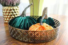 Velvet pumpkins http://grandandcentral.com/jesienne-dekoracje-z-dyni/