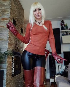 Tight Leather Pants, Leather Pants Outfit, Black Leather Leggings, Shiny Leggings, Leather Gloves, Hot Outfits, Fashion Outfits, Womens Fashion, Blond