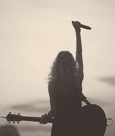 Girls with guitars are HOT