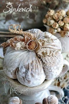 6fe99e7838dcf15fc8a745ef97e407f5--velvet-pumpkins-white-pumpkins.jpg (736×1104)
