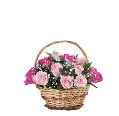 ZAMOA - $92.000 [15 Rosas mezcla Rosadas y Fucsias - Rusco - Gypso - philia - Canasto de mimbre - Moño y Tarjeta] Fresco, Wicker Baskets, Home Decor, Wicker, Hot Pink, Friendship, Floral Arrangements, Fresh, Decoration Home