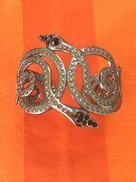 Rannerengas, käärmeet Second Hand Shop, Two Hands
