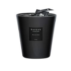 ThisChinese Inkscented candle is presented in a 16cm high glass vase.Chinese Ink or Encre de Chine is part of the Les Prestigieuses collection by Baobab.The soft cream wax is hand poured into ...